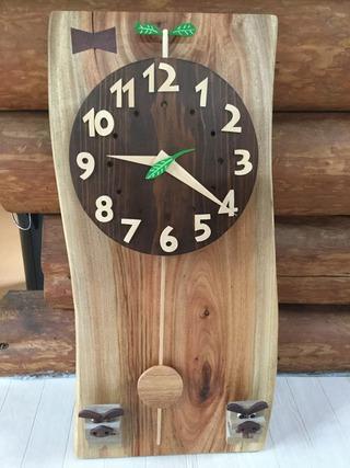 木製の振り子時計の写真